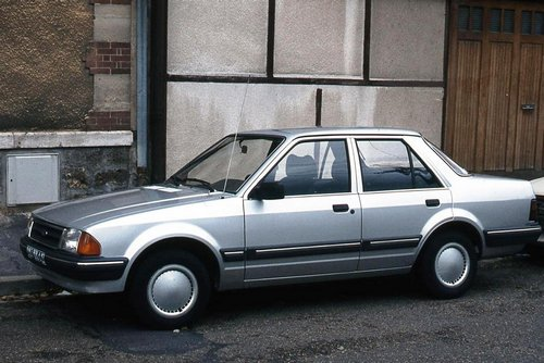 Ford Orion Berlina (Sedán) 1983 - 1990